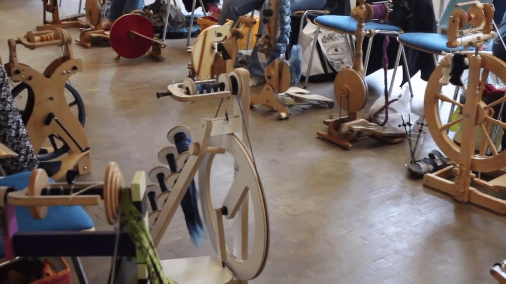 Spinnräder beim Sommerspinnfest 2017